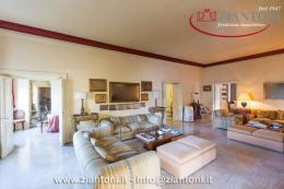 Appartamento in Vendita - via dei Monti Parioli
